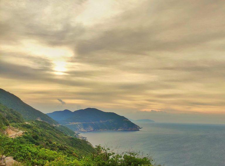 Phía sau núi eo gió Cù lao Chàm scaled e1611071565884